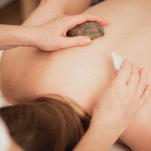 Teilkörpermassage Hot Stone und Edelsteinmassage